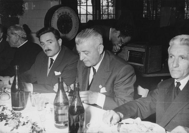 30 - Un momento conviviale della festa - col sindaco Giuliani, il parroco don Maggioni e Carlo Pagliarini