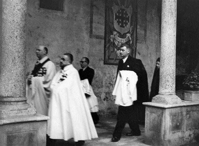 33 - Dirigendosi verso la Cappella di Via San Barnaba, oratorio della Congregazione