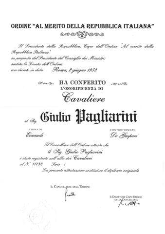37 - Il certificato di nomina di Cavaliere al Merito della Repubblica Italiana e relativa insegna