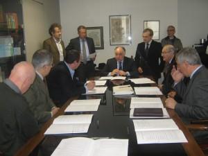 Il tavolo dei firmatari. Al centro, l'assessore regionale alla Casa, Domenico Zambetti.