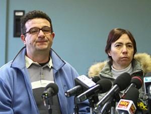 I genitori alla conferenza stampa del 28 dicembre scorso.