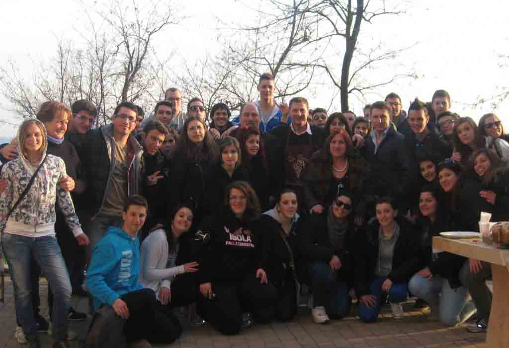 Gli-studenti-salernitani-in-visita-alla-Cantina-De-Toma-di-Scanzorosciate.jpg