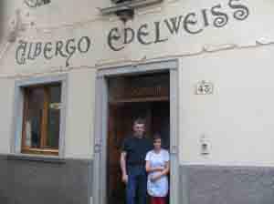 I fratelli Grassi sulla porta del loro locale a Schilpario.