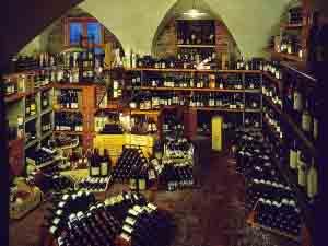 La-fornitissima-cantina-del-ristorante-Della-Torre-a-Trescore