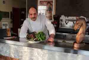 Lo chef Marco Bettinelli del ristorante Alessandro di Mozzo.